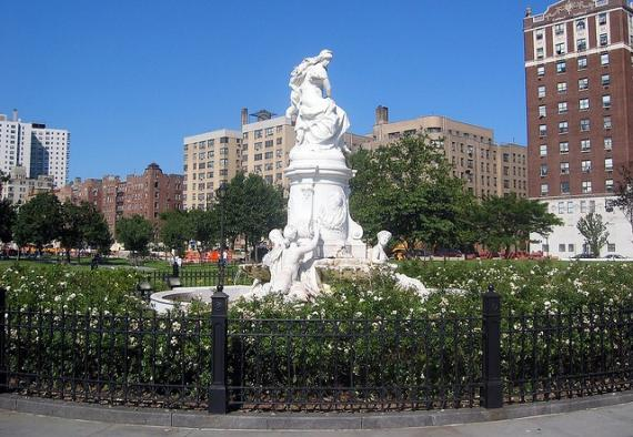 'NYC - Bronx - Concourse Village: Joyce Kilmer Park - Lorelei Fountain' - Νέα Υόρκη